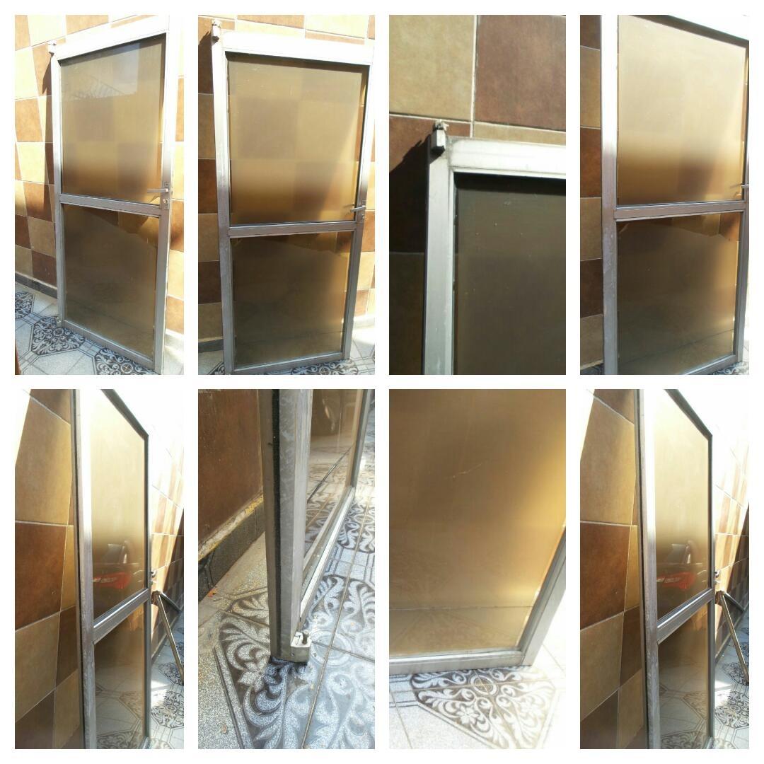 puerta de aluminio con cristal templado 2 en