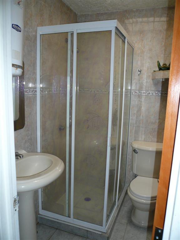 Puerta De Baño Reparación En Aluminio Y Acrílico - Bs. 6 ...