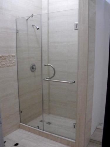 puerta de baños en vidrio templado batiente diversos diseños