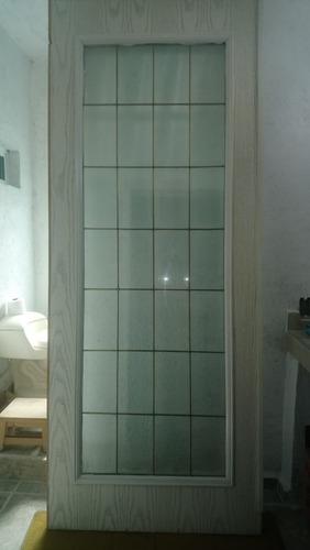 puerta de caoba con cristales biselados y emplomados