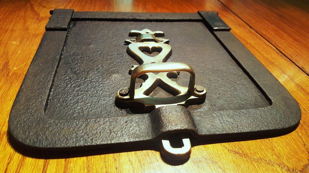 Puerta de cocina a le a antigua bronce y hierro - Cocinas de lena antiguas ...