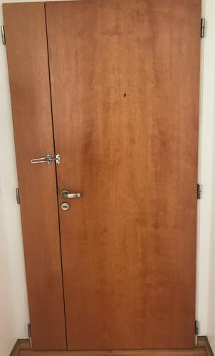 puerta de departamento usada enchapada en madera