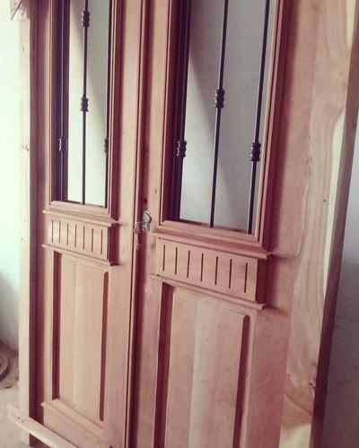 puerta de entrada de cedro estilo colonial