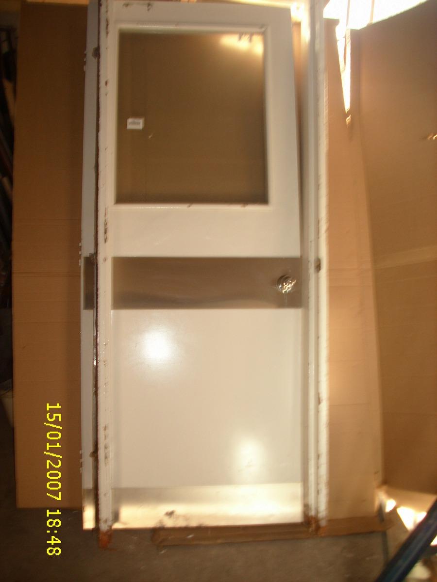 Puerta de madera y marco metal pesada c vidrio for Marco puerta madera