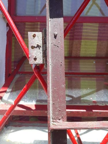 puerta de reja con visagra pars amurar a la pared  cerradura