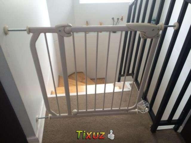 Puerta de seguridad metalica escalera pasillos bebe - Puertas de escalera ...