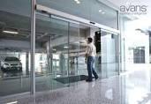 puerta de vidrio templado reparación mantenimiento frenos