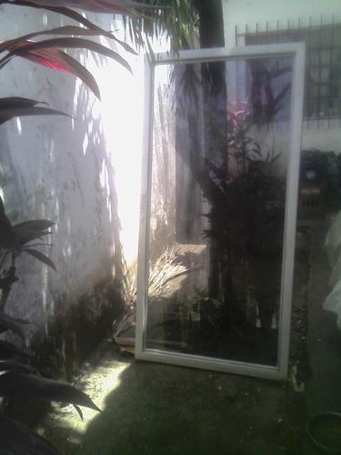 puerta de vidrio usada con cerradura