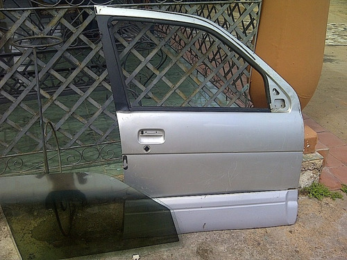 puerta delantera lado derecho de terios o nomada 2002-07