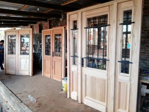 puerta doble de madera colonial estilo antigua