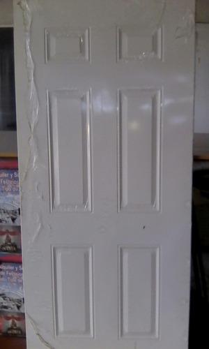 puerta entamborada de metal