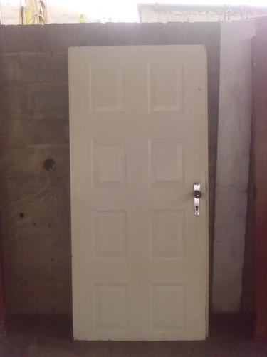 puerta entamborada de metal de 0.90 x 1.95 con cerradura