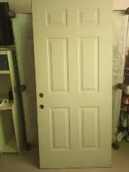 puerta entamborada en acero, color blanco, 90 x 2 metros de