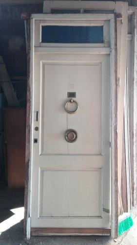 puerta frente antigua de cedro pintada con banderola #0667
