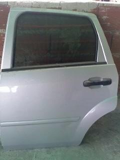 puerta lado isquierdo trasero  para ford fiesta power 2006