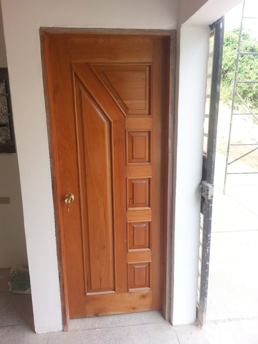 puerta maciza de madera cedro para entradas o frente