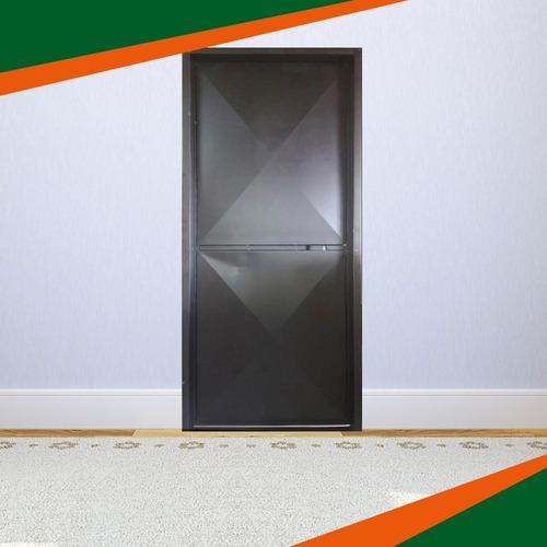 puerta metálica, punta de diamante al mayor y detal