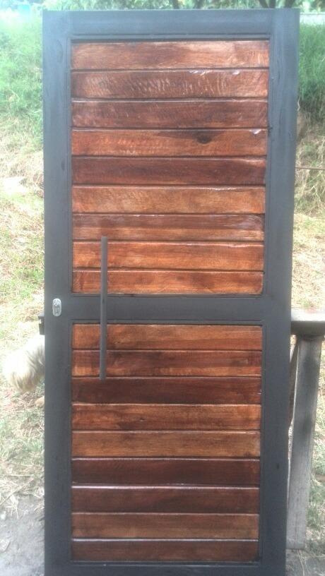 Puerta para exteriores de madera y hierro bs 0 03 en for Modelos de puertas de madera para exteriores