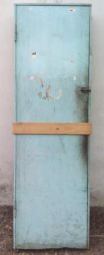 puerta placa con marco de madera