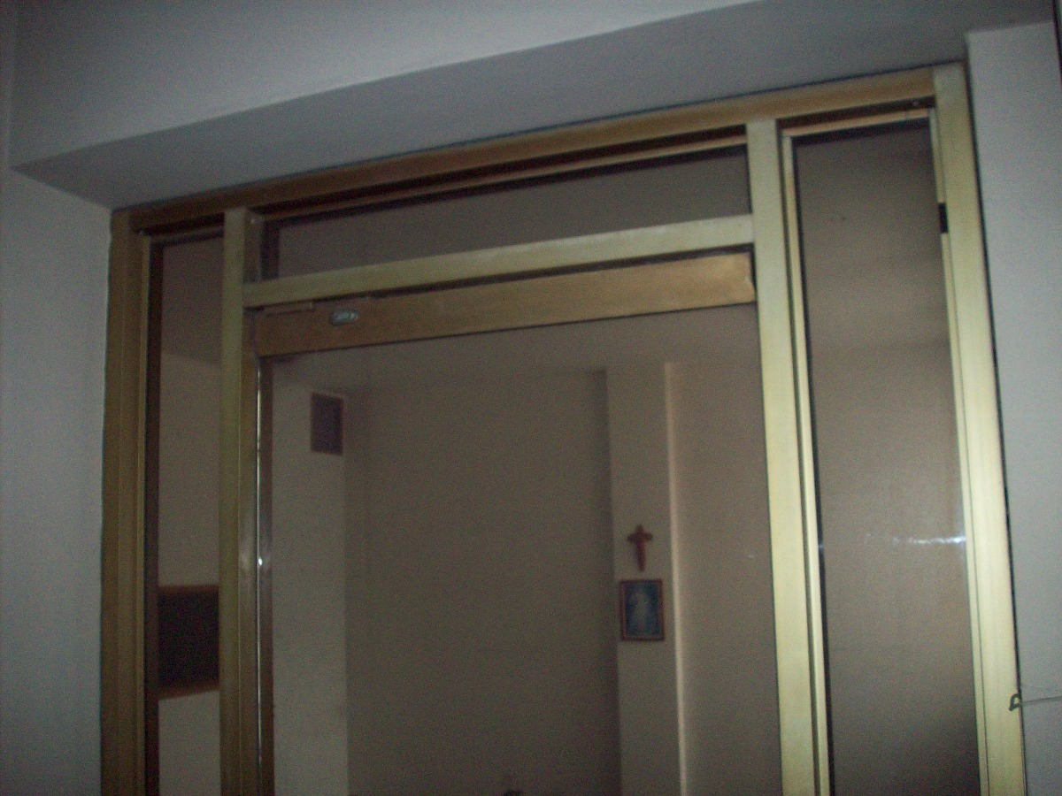 Puerta Principal En Vidrio Con Marco En Aluminio - Bs. 300,00 en ...