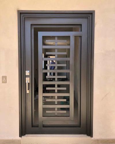 puerta principal minimalista.