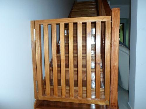 Puerta proteccion escaleras en madera en - Proteccion de escaleras para ninos ...