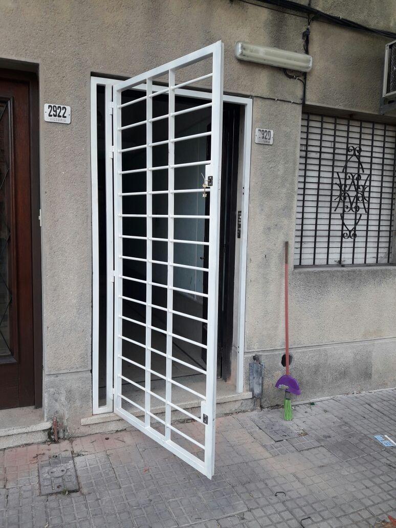 Puerta reja 2 x 16mm 2 cerrojos soldaura mig for Cuanto sale una puerta
