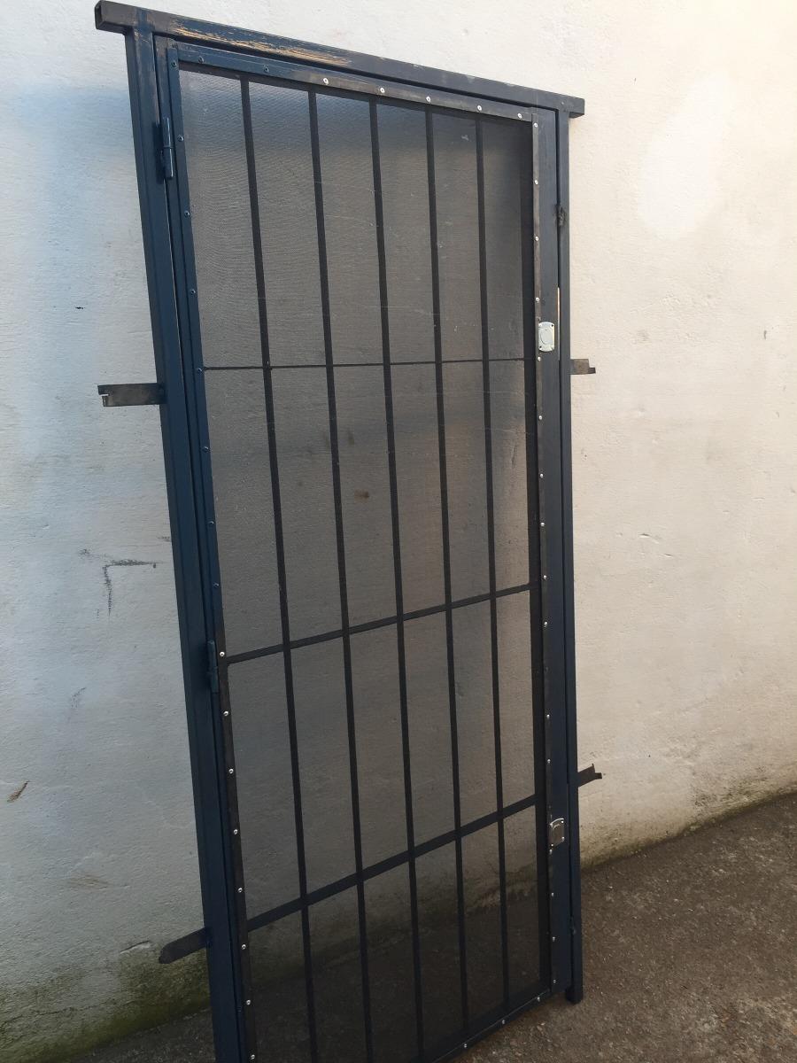 Puerta reja con mosquitero sencillas y dobles frentes hi for Reja para jardin vertical