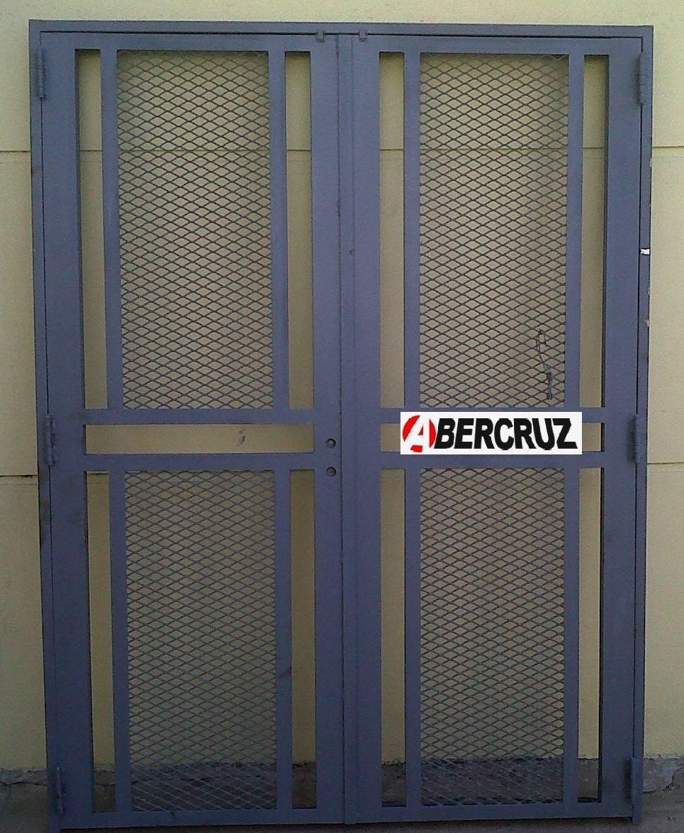 Puertas de exterior de hierro finest puerta y valla en for Puertas correderas hierro exterior