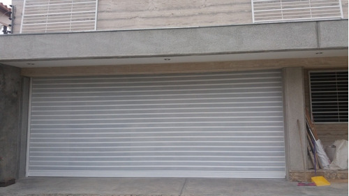 puerta santa maria microperforada