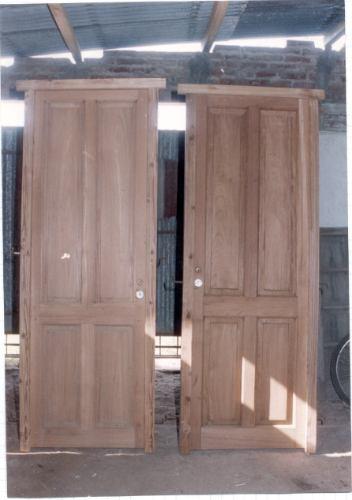 puerta tablero de una hoja antigua