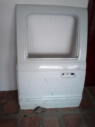 puerta trasera izquierda de mazda b2600