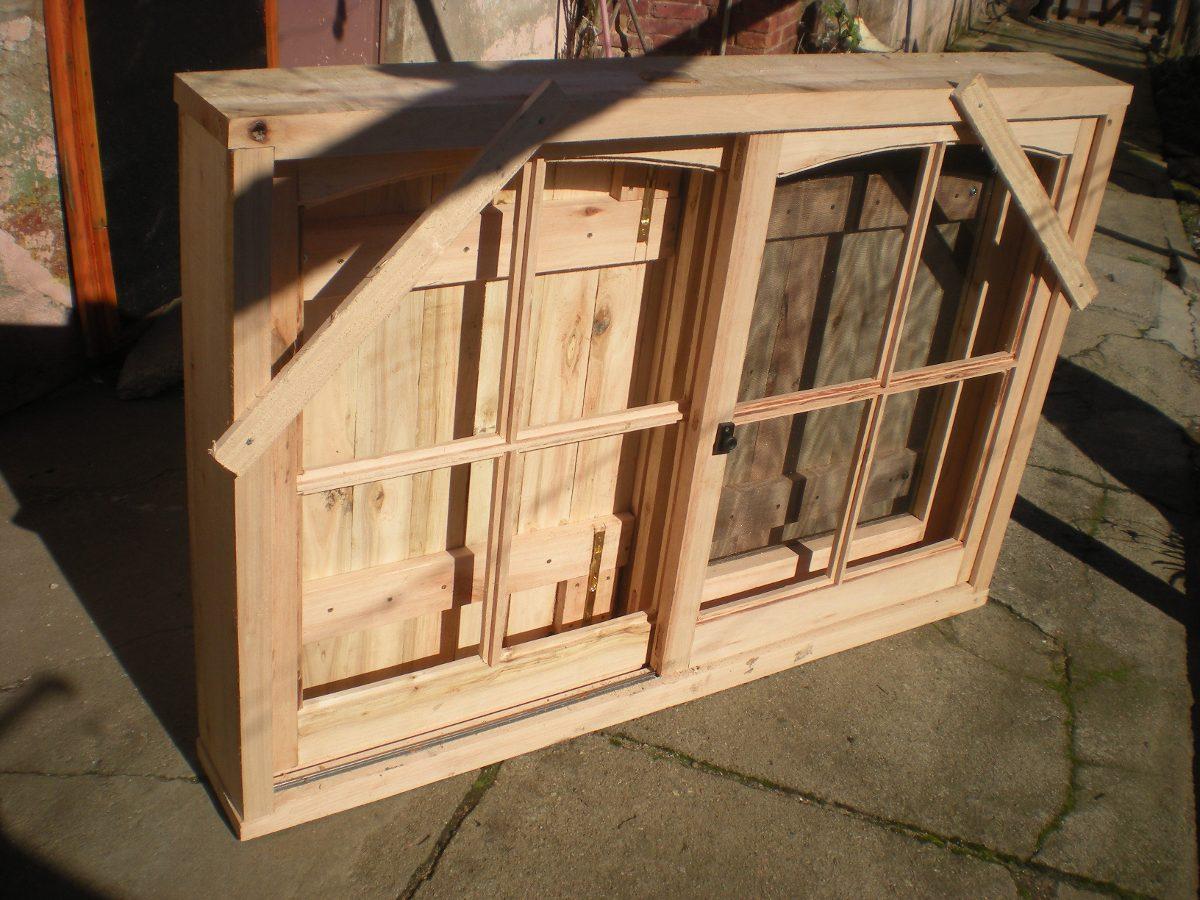 Puerta ventana con postigones en madera todas las medidas for Medidas de puertas de madera