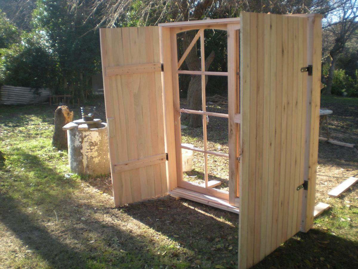 Puerta ventana con postigones en madera todas las medidas - Hacer ventana de madera ...