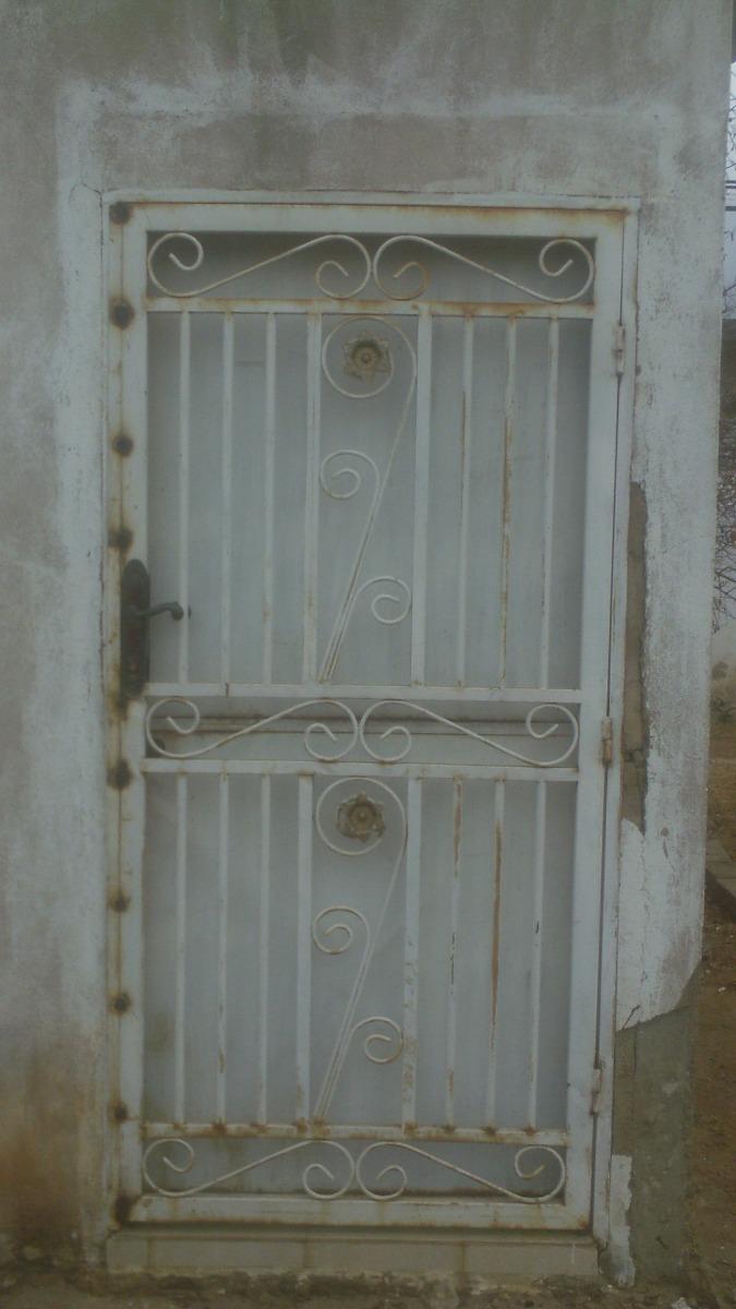 Puerta Y Reja De Metal Con Marco Cerradura Y Llave - Bs. 250.000.000 ...