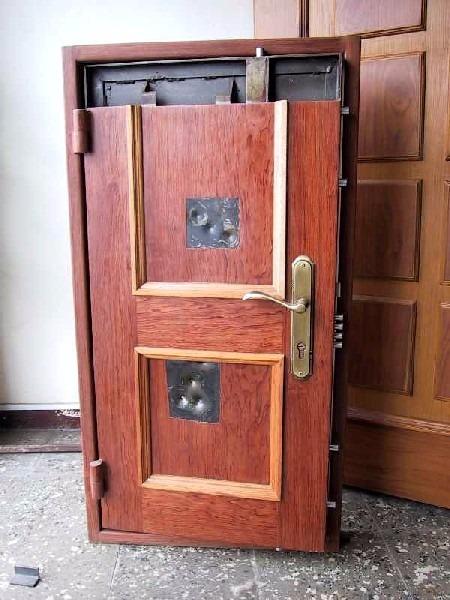 Puertas para casas puerta de exterior combinada con for Puertas blindadas