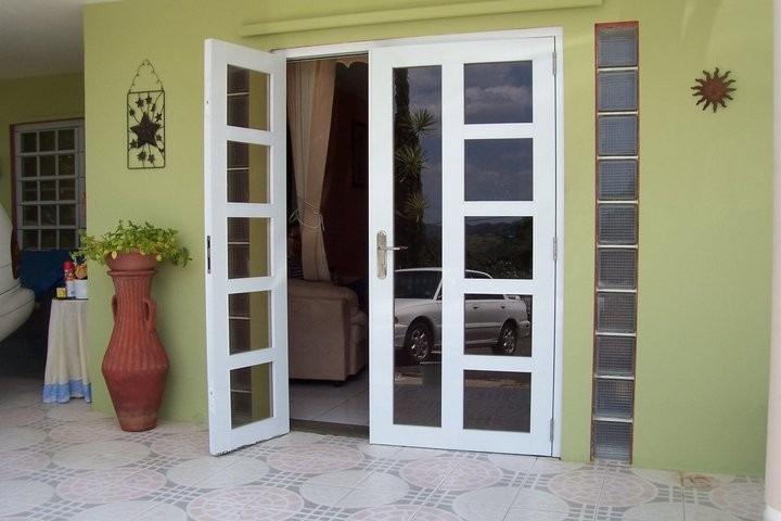 Puertas de aluminio en diferentes dise os y colores for Colores para puertas exteriores