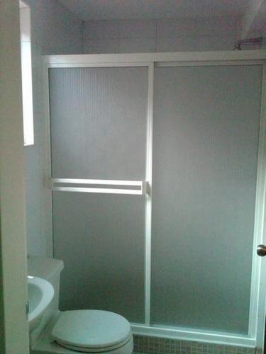 puertas de baño en acrilico y vidrio