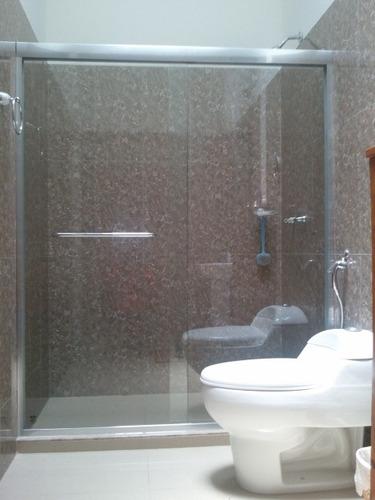 Puertas de ba o en vidrio templado bs en for Mamparas de vidrio templado para banos