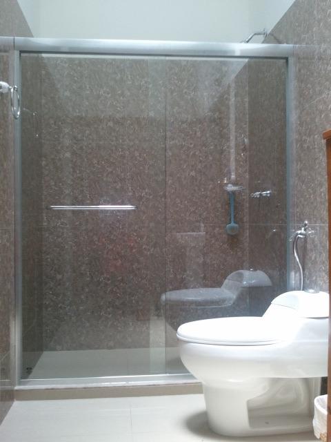 Puertas de ba o en vidrio templado transparentes y - Puertas de vidrio templado ...
