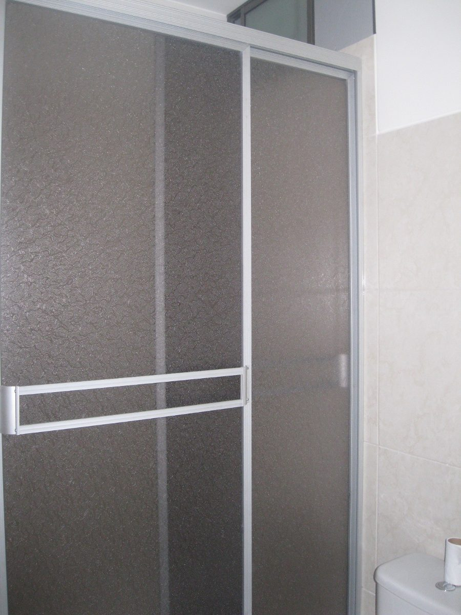 Puertas de ducha en acr lico y vidrio templado desds 340 for Puerta corrediza para ducha