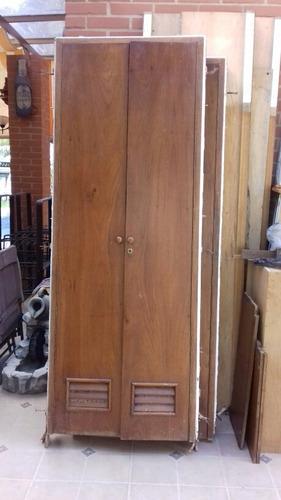 puertas de madera con marco de hierro