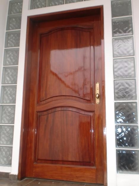 Puertas de madera exterior e interior con instalacion s for Modelos de puerta de madera para casa