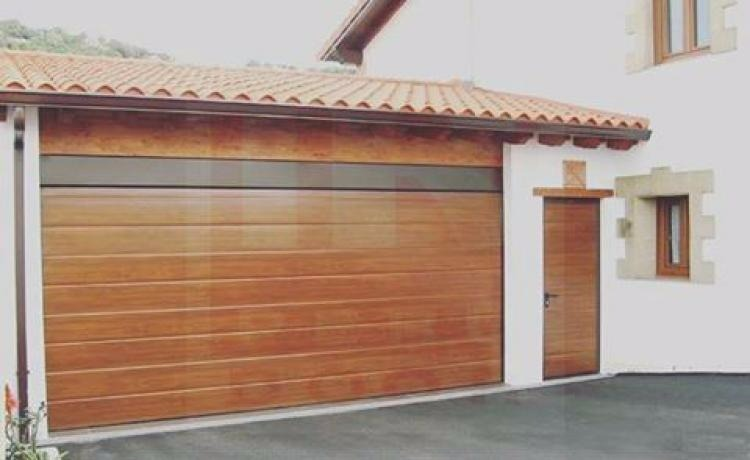 Puertas de madera para cochera elevadizas s en - Puertas para cocheras ...