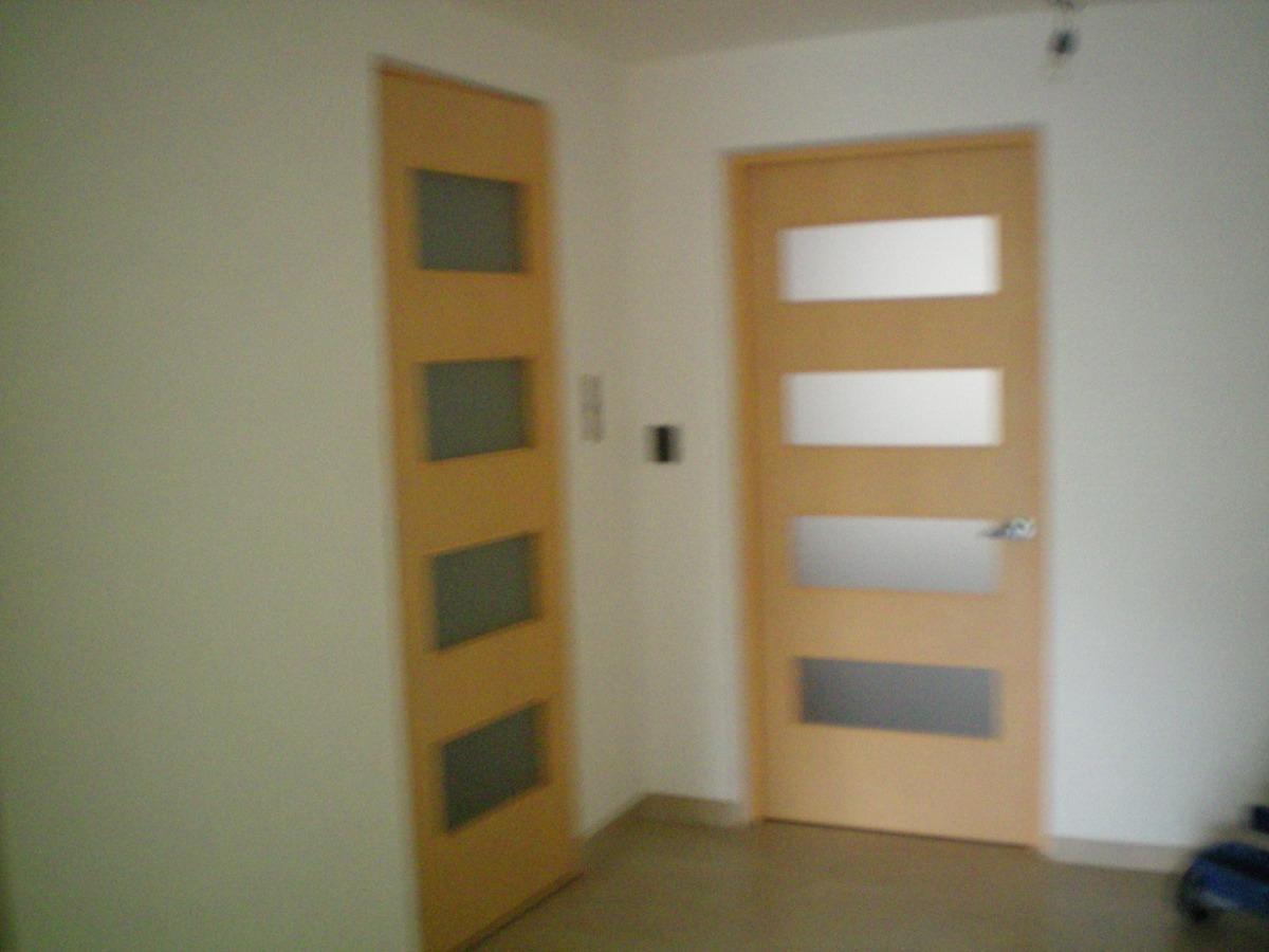 Puertas minimalistas de madera 100 natural 2 for Cuanto cuesta una puerta de madera