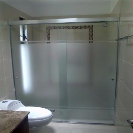 puertas para duchas en vidrio templado y acrilico d e