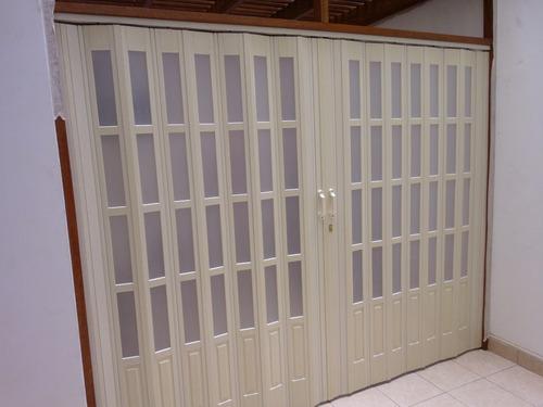 puertas plegables de pvc, con acrilicos y  puertas a medida