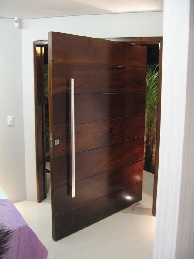 Puertas principales de madera modera y minimalista for Puertas principales de cristal