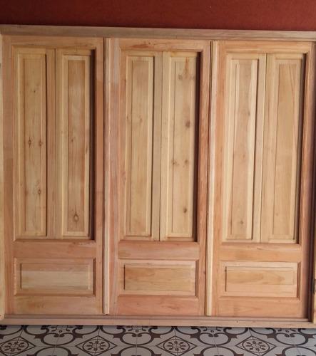 puertas ventanas de cedro con postigones y mosquitero