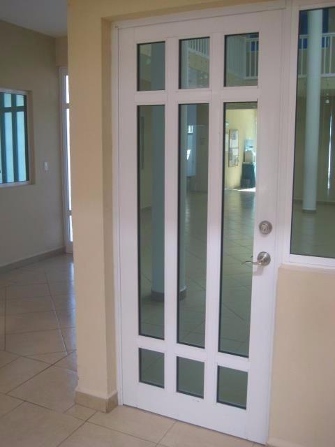 Puertas ventanas y canceles de aluminio en - Puertas de aluminio con cristal ...